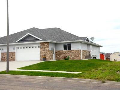 Bismarck Single Family Home For Sale: 1024 E Lasalle Drive NE