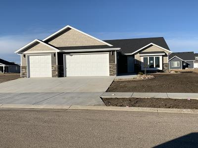 Bismarck Single Family Home For Sale: 3716 Stacy Drive