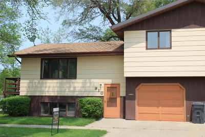 Mandan Single Family Home For Sale: 910 3rd Street SW