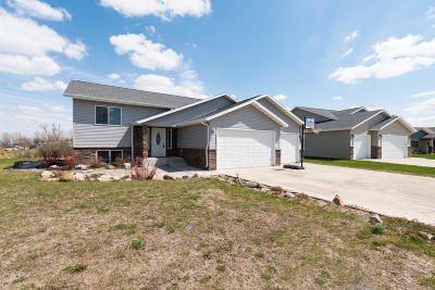 Mandan Single Family Home For Sale: 1708 Ridge Drive