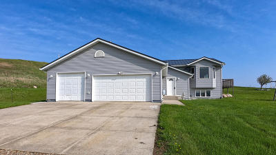 Mandan Single Family Home For Sale: 1105 Co Rd 136