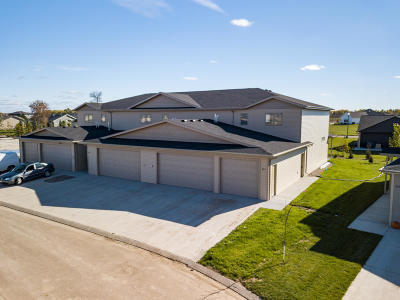Bismarck Single Family Home For Sale: 805 Compass Loop