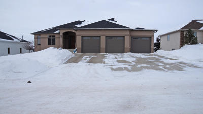 Bismarck Single Family Home For Sale: 1444 Eagle Crest Loop