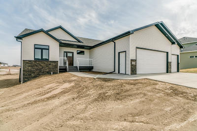 Bismarck ND Single Family Home For Sale: $389,900