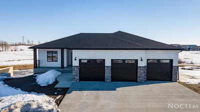 Bismarck ND Single Family Home For Sale: $529,900