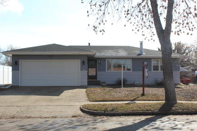 Bismarck ND Single Family Home For Sale: $238,900