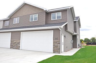 Mandan Single Family Home For Sale: 2460 Water Park Loop SE
