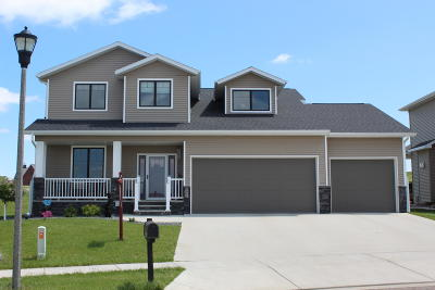 Bismarck Single Family Home For Sale: 3921 Crest Circle