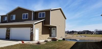 Mandan Condo/Townhouse For Sale: 4002 South Bay Drive SE