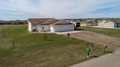Bismarck Single Family Home For Sale: 5627 Kayley Drive