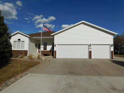 Bismarck Single Family Home For Sale: 5321 Apple Creek Drive