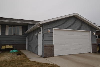 Mandan Single Family Home For Sale: 4541 30th Avenue NW