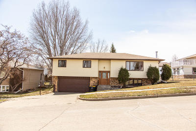 Bismarck Single Family Home For Sale: 1709 Kennedy Avenue