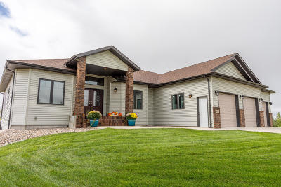 Bismarck Single Family Home For Sale: 6625 Dakota Country Drive