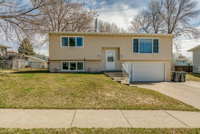 Mandan Single Family Home For Sale: 4204 38th Avenue NW
