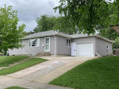 Bismarck Single Family Home For Sale: 607 Crescent Lane