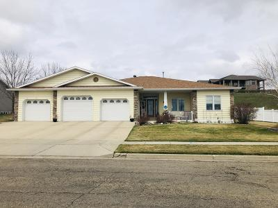 Bismarck Single Family Home For Sale: 3032 Sleepy Hollow Lp