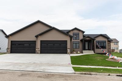 Bismarck Single Family Home For Sale: 4629 Grey Hawk Lane