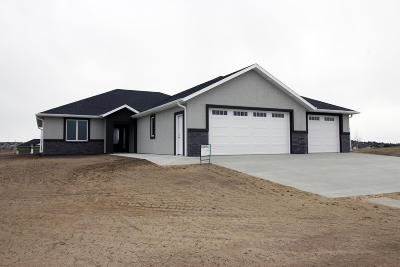 Bismarck Single Family Home For Sale: 3933 Clairmont Road