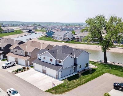 Mandan Single Family Home For Sale: 2451 Water Park Loop SE