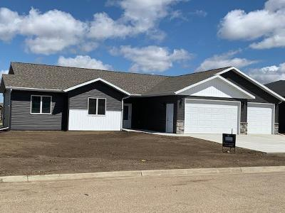 Mandan Single Family Home For Sale: 602 Cobblestone Loop SW