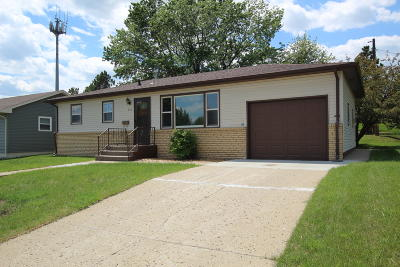 Mandan Single Family Home For Sale: 907 1st Avenue NE