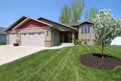 Bismarck ND Single Family Home For Sale: $374,900