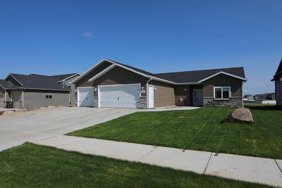 Mandan Single Family Home For Sale: 706 Cobblestone Loop SW