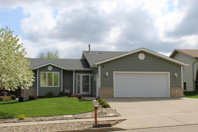 Mandan Single Family Home For Sale: 2100 10th Avenue SE