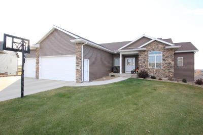 Mandan Single Family Home For Sale: 716 Farmstead Court SW