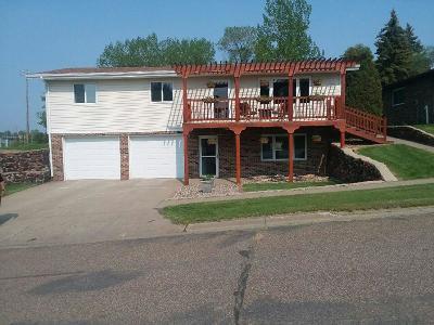 Beulah Single Family Home For Sale: 512 1st Avenue NE