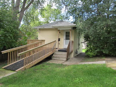 Bismarck Single Family Home For Sale: 606 11 Street N