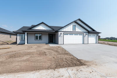 Bismarck Single Family Home For Sale: 3727 Powder Ridge Drive