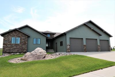 Bismarck Single Family Home For Sale: 4311 Boulder Ridge Road