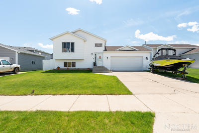 Mandan Single Family Home For Sale: 3701 Lewis Road NW