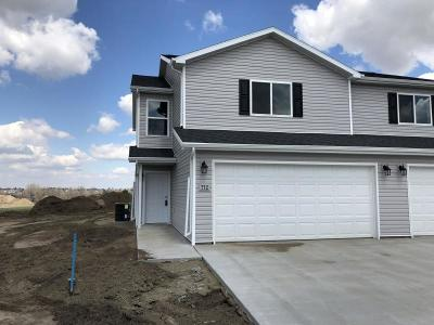 Mandan Condo/Townhouse For Sale: 712 Hillcrest Drive SE