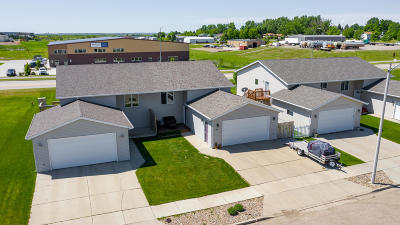 Mandan Single Family Home For Sale: 3211 Crimson Street NW
