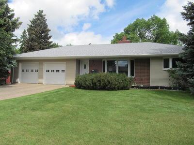 Bismarck Single Family Home For Sale: 220 Boulevard Avenue W