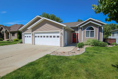 Mandan Single Family Home For Sale: 1705 River Drive NE