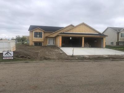 Bismarck Single Family Home For Sale: 5434 Mica Drive