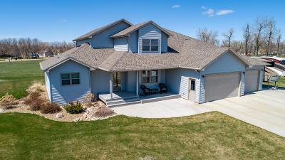 Bismarck Single Family Home For Sale: 8500 Burnt Creek Island Road NW