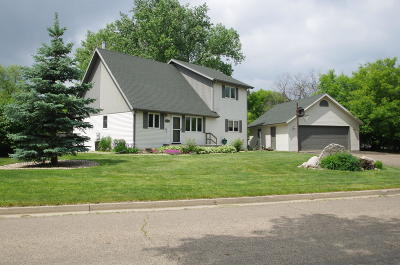 Mandan Single Family Home For Sale: 1713 River Drive NE