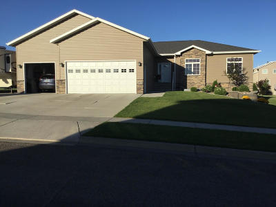 Bismarck Single Family Home For Sale: 1463 Eagle Crest Loop