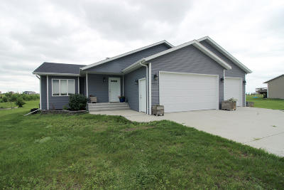 Bismarck Single Family Home For Sale: 7003 Beaver Creek Road