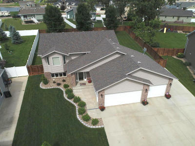 Mandan Single Family Home For Sale: 3801 Woodbend Drive SE