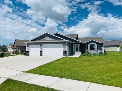 Mandan Single Family Home For Sale: 4300 Borden Harbor Place SE