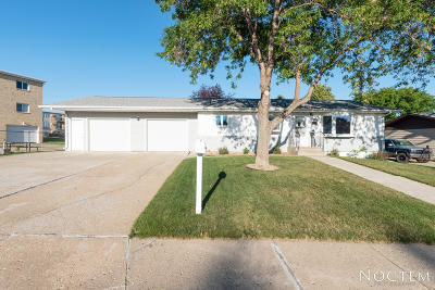 Mandan Single Family Home For Sale: 1704 5th Avenue NW