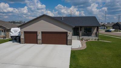 Bismarck Single Family Home For Sale: 3701 Calgary Circle