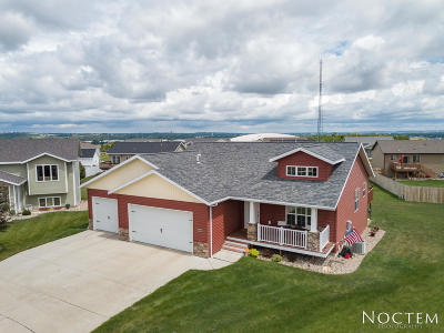Mandan Single Family Home For Sale: 3008 Breton Court SE