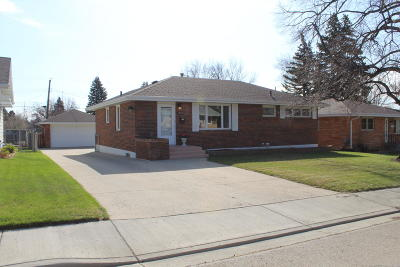 Mandan Single Family Home For Sale: 1802 Monte Drive NW